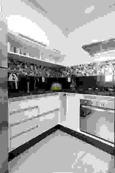 Classic style kitchen by Andressa Saavedra Projetos e Detalhes Classic