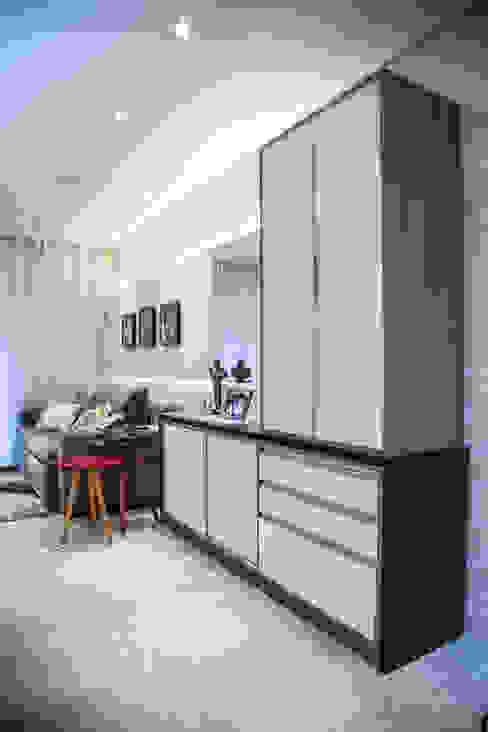 Apto 92m² Salas de estar clássicas por Andressa Saavedra Projetos e Detalhes Clássico