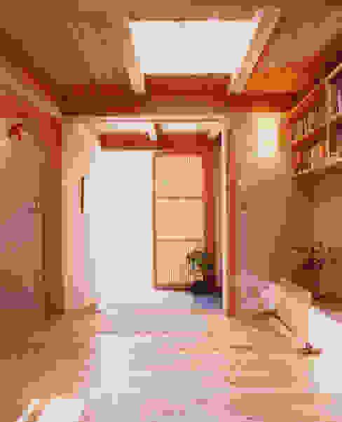 아시아스타일 복도, 현관 & 계단 by AMI ENVIRONMENT DESIGN/アミ環境デザイン 한옥