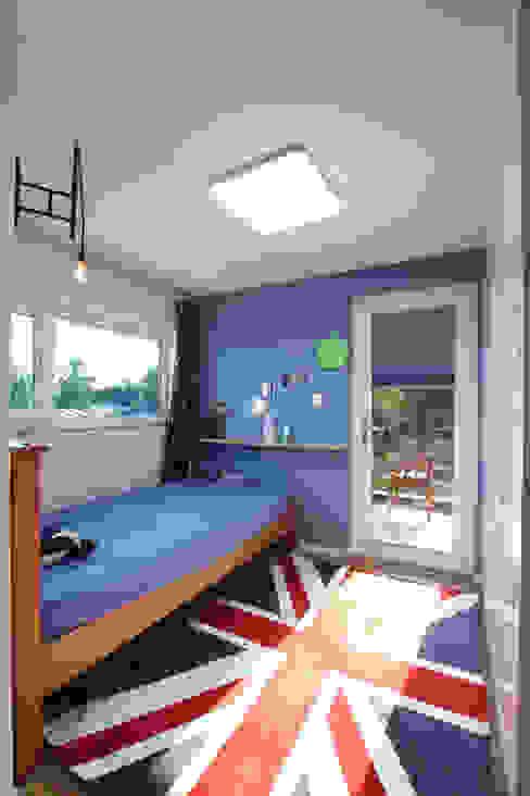 Phòng trẻ em phong cách hiện đại bởi 주택설계전문 디자인그룹 홈스타일토토 Hiện đại