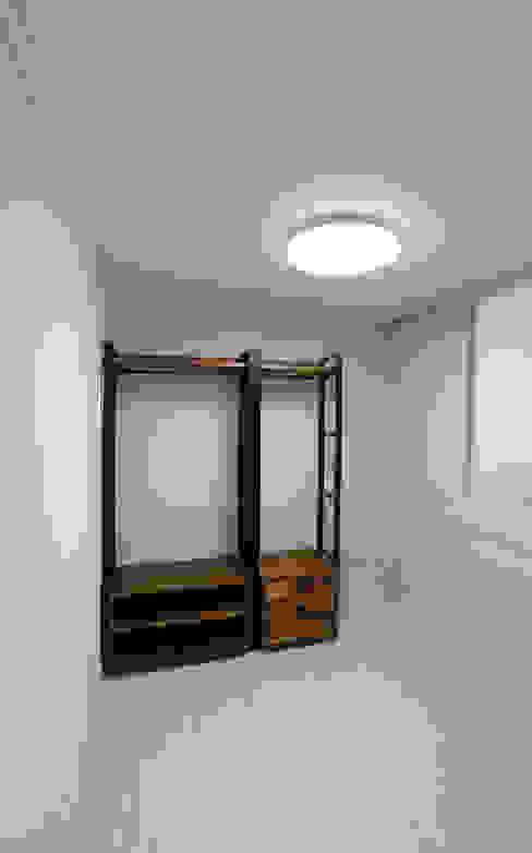 인천 우성아파트 24평 인테리어 : 금화 인테리어 의  침실,모던