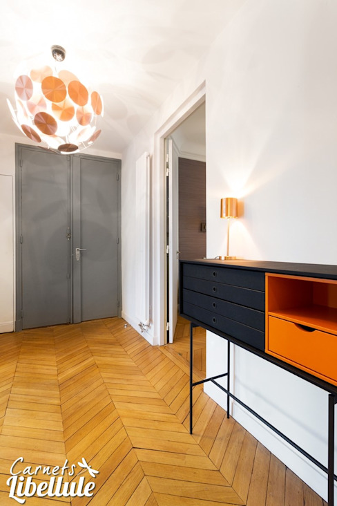 Entrée rénovée appartement Haussmannien Couloir, entrée, escaliers modernes par Carnets Libellule Moderne