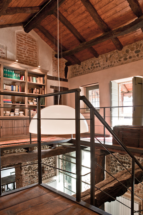 Rustic style corridor, hallway & stairs by Fabio Carria Rustic