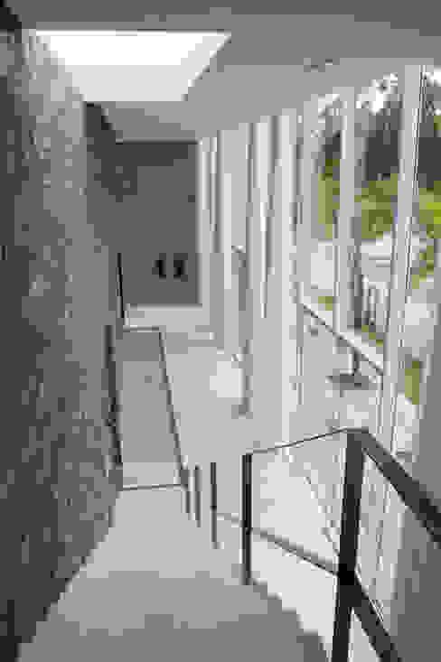 Casa Montenegro Corredores, halls e escadas modernos por LM Arquitetura   Conceito Moderno