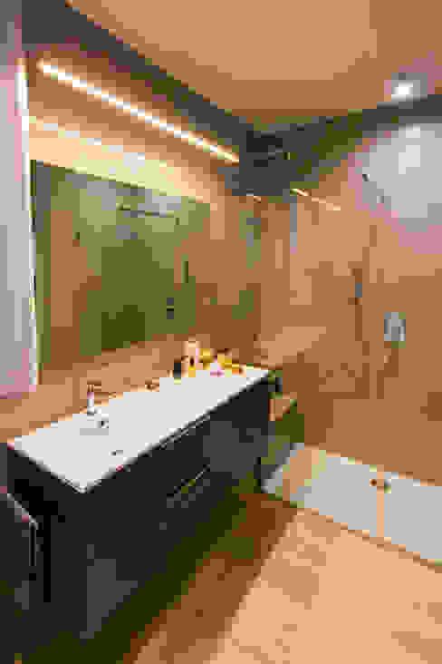 Baños de estilo moderno de davide pavanello _ spazi forme segni visioni Moderno