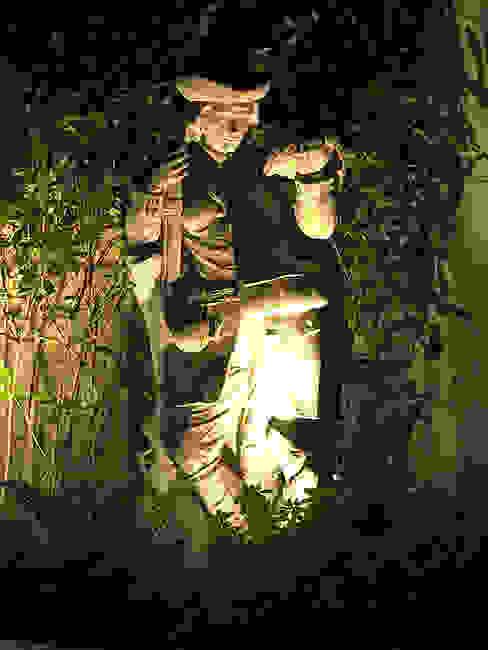 Garden design and vintage stone statue, Bicester, Oxfordshire Jardines de estilo clásico de Decorum . London Clásico Piedra