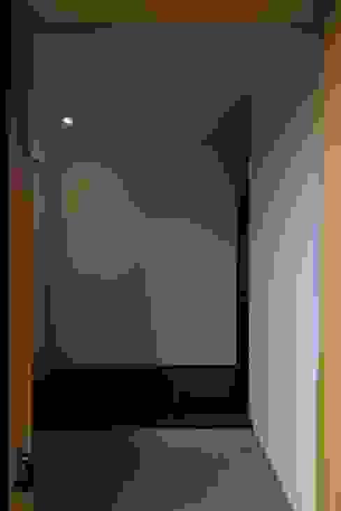 에클레틱 복도, 현관 & 계단 by 早田雄次郎建築設計事務所/Yujiro Hayata Architect & Associates 에클레틱 (Eclectic)
