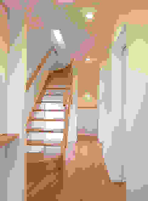 階段 北欧スタイルの 玄関&廊下&階段 の 祐成大秀建築設計事務所 北欧 木 木目調