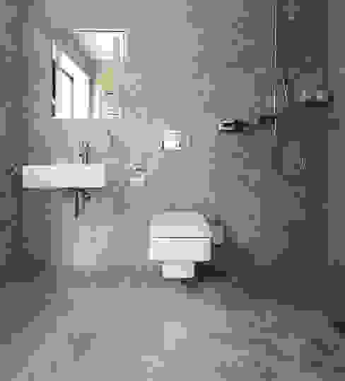 Silver Shadow Honed Marble Kamar Mandi Modern Oleh Floors of Stone Ltd Modern Marmer