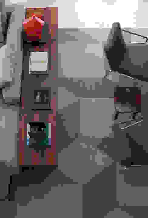 Salon moderne par Antônio Ferreira Junior e Mário Celso Bernardes Moderne