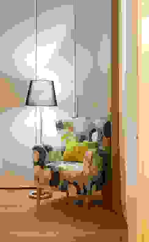 Um apartamento moderno - retro Quartos modernos por Architect Your Home Moderno