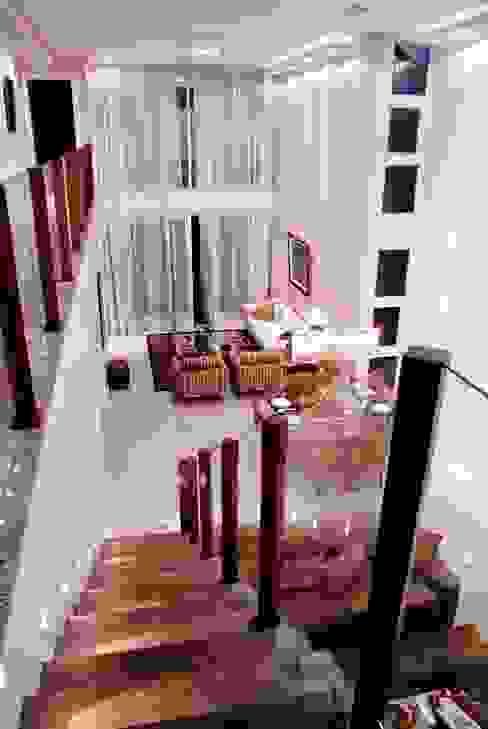 Modern living room by WB Arquitetos Associados Modern