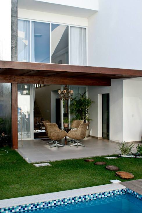 Modern balcony, veranda & terrace by WB Arquitetos Associados Modern Wood Wood effect