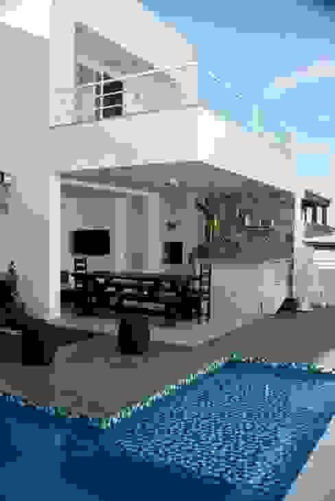 Modern balcony, veranda & terrace by WB Arquitetos Associados Modern