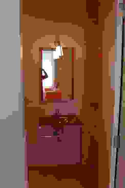 Interior Zen. Obras e Proxectos Modern bathroom Orange