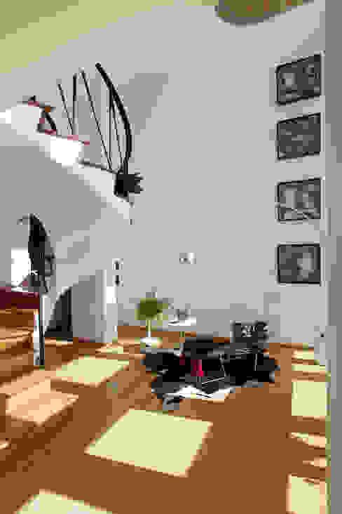 Departamento Roma Oaxaca : Pasillos y recibidores de estilo  por Germán Velasco Arquitectos , Moderno
