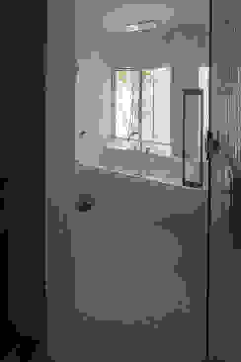 모던스타일 욕실 by TRANSTYLE architects 모던