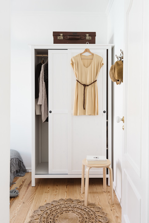 Remodelação de apartamento: Closets  por Architect Your Home,
