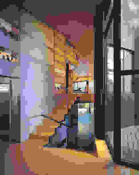 The Sibarist Casa Levene Nowoczesny korytarz, przedpokój i schody od The Sibarist Property & Homes Nowoczesny