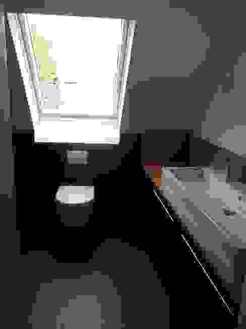Minimalistisches Bad in männlichem Design Moderne Badezimmer von Grandi+Lutze Modern