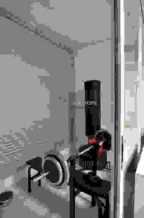 수원 우만동 월드메르디앙아파트 35평인테리어: JMdesign 의  피트니스