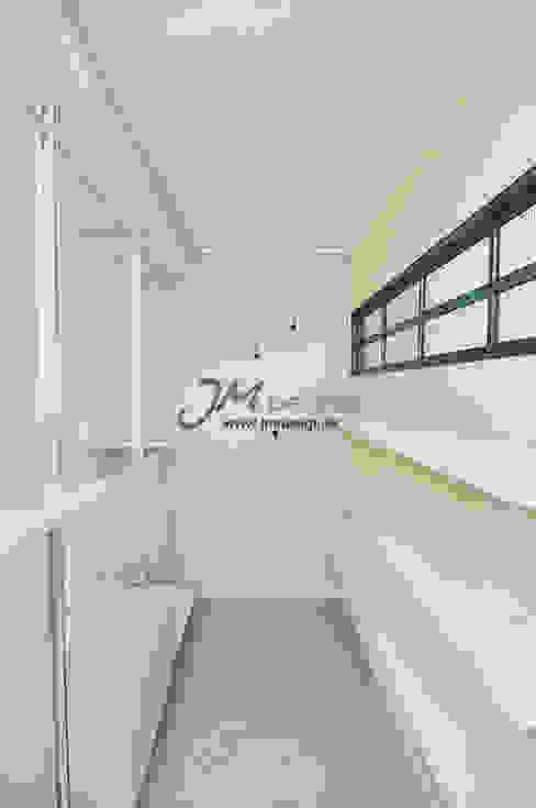 평촌현대홈타운33평 : JMdesign 의  드레스 룸