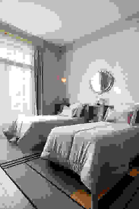 Avenue Bosquet Chambre moderne par Concrete LCDA Moderne Béton