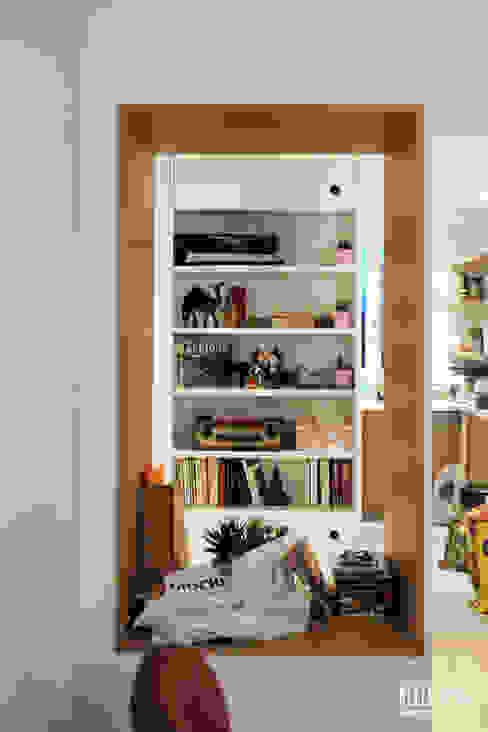 Столовая комната в скандинавском стиле от Belle Ville Atelier d'Architecture Скандинавский Дерево Эффект древесины