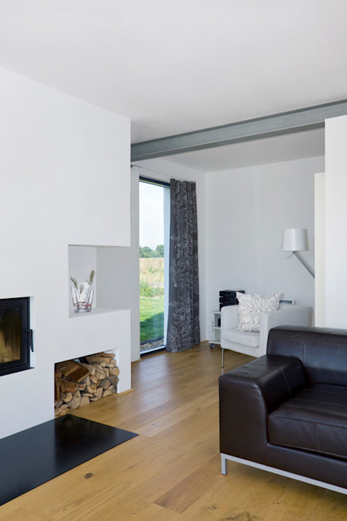 Scandinavian style media room by gondesen architekt Scandinavian