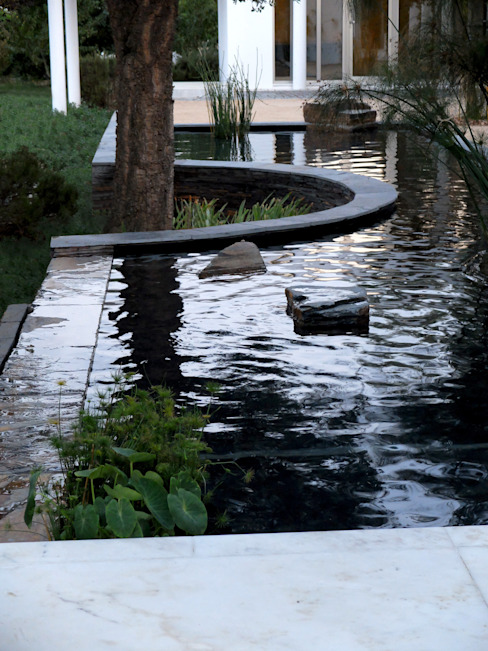 Water mirror Сад в эклектичном стиле от Atelier Jardins do Sul Эклектичный