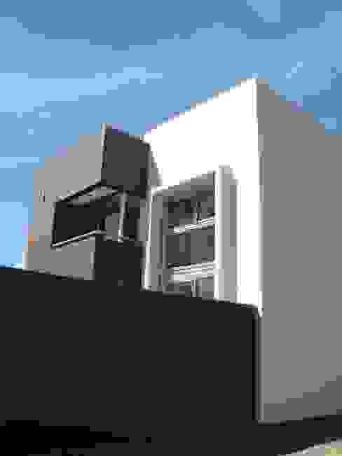 Minimalist house by Brarda Roda Arquitectos Minimalist