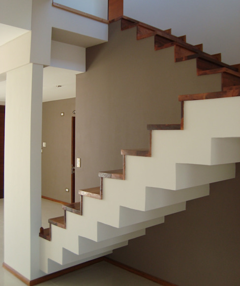 Pasillos, vestíbulos y escaleras de estilo minimalista de Brarda Roda Arquitectos Minimalista