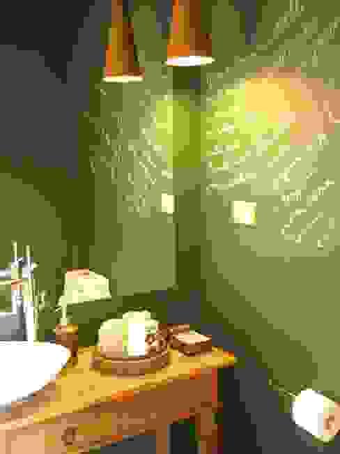 Casa de Campo - Atibaia - SP Banheiros rústicos por Studio LK Arquitetura e Interiores Rústico