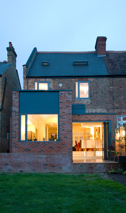 House with new extension in North London Minimalist houses by homify Minimalist Bricks