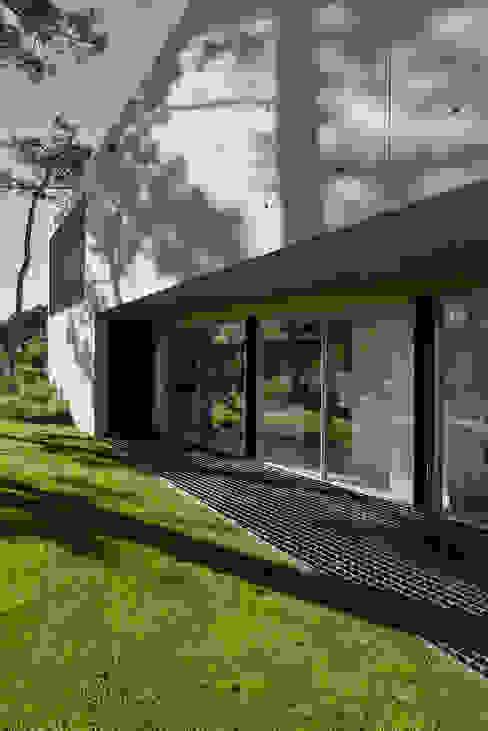 Minimalistische ramen & deuren van guedes cruz arquitectos Minimalistisch