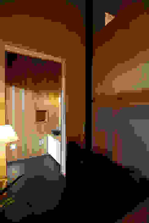 亞洲風玄關、階梯與走廊 根據 辻健二郎建築設計事務所 日式風、東方風