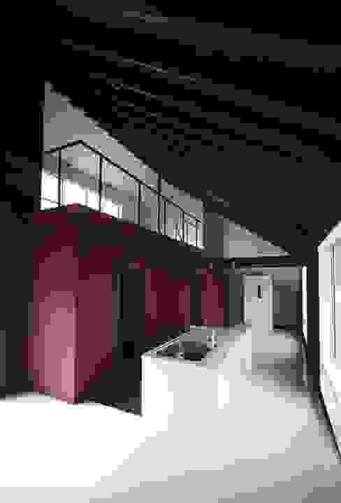 Moderne Wohnzimmer von ジャムズ Modern