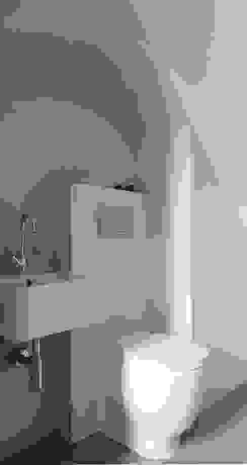Baños de estilo  por Officine Liquide
