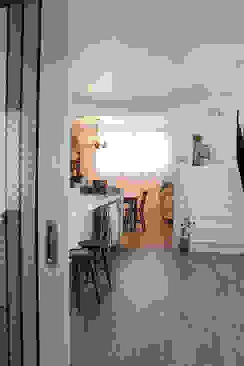Scandinavian style dining room by 쏘나 Scandinavian