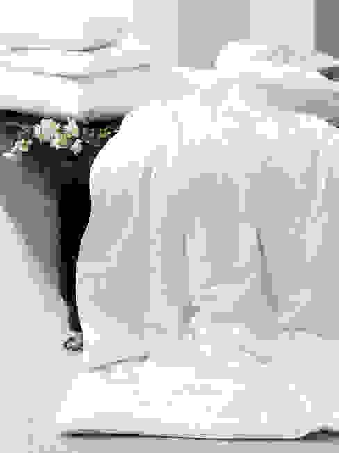 Gingerlily silk bedding Спальня в классическом стиле от homify Классический
