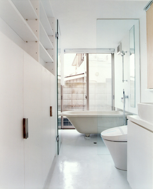 Minimalist style bathrooms by hamanakadesignstudio Minimalist