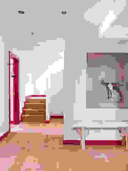 SA&V - SAARANHA&VASCONCELOS Rustic style corridor, hallway & stairs