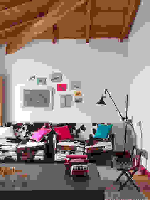 Chambre d'enfant de style  par SA&V - SAARANHA&VASCONCELOS, Rustique