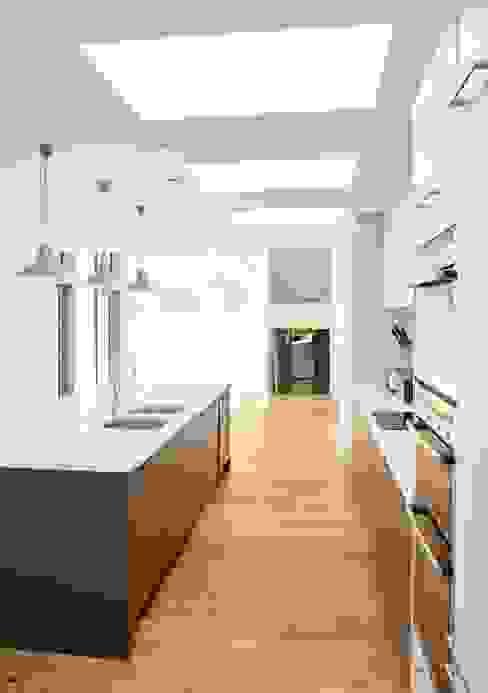 Sandhills Kitchen:  Kitchen by Barc Architects,
