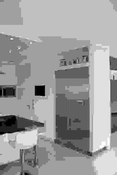 Cocinas modernas de Horst Fetting Individueller Innenausbau Moderno Compuestos de madera y plástico