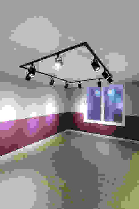 Moderne Schlafzimmer von 금화 인테리어 Modern