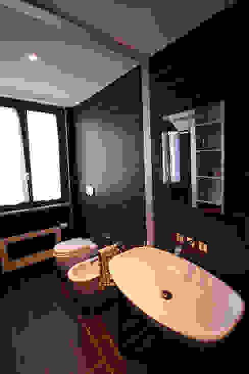 Badezimmer von Aalpe Architetti,