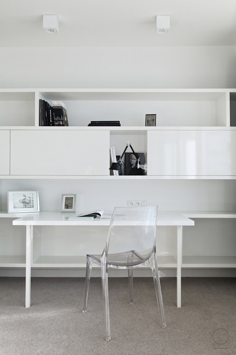 Minimalist study/office by OIKOI Minimalist