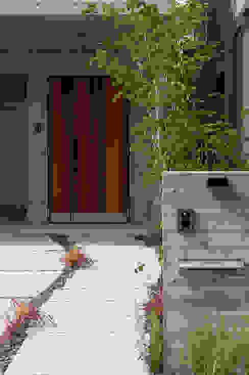 Eklektyczne domy od Sakurayama-Architect-Design Eklektyczny