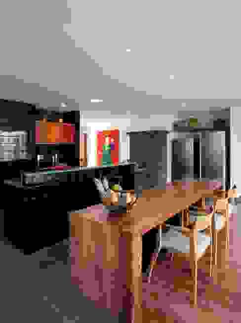 Cuisine moderne par Carlos Salles Arquitetura e Interiores Moderne